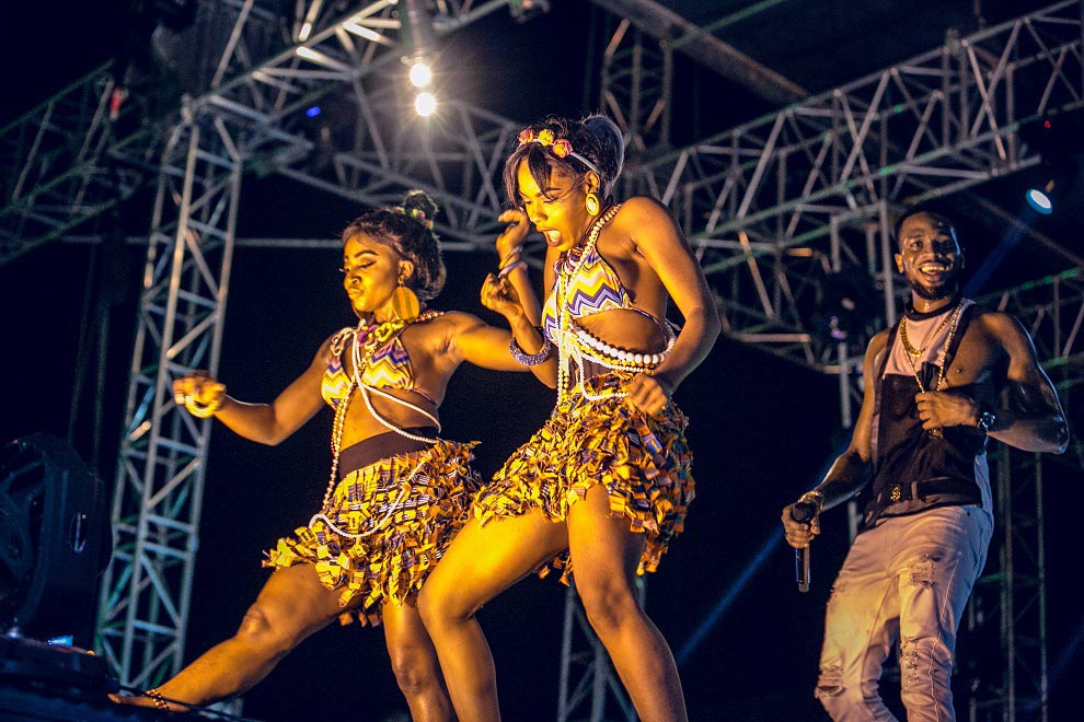 D'banj's-dancers-on-the-#HeiinekenGidiFest-stage